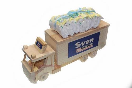 Houten vrachtwagen spaarpot met naam en luiers