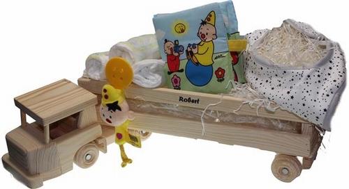 Baby cadeau in Houten Vrachtwagen met Babynaam