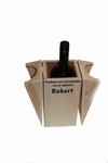 Wijnhouder met fleswijn en naam